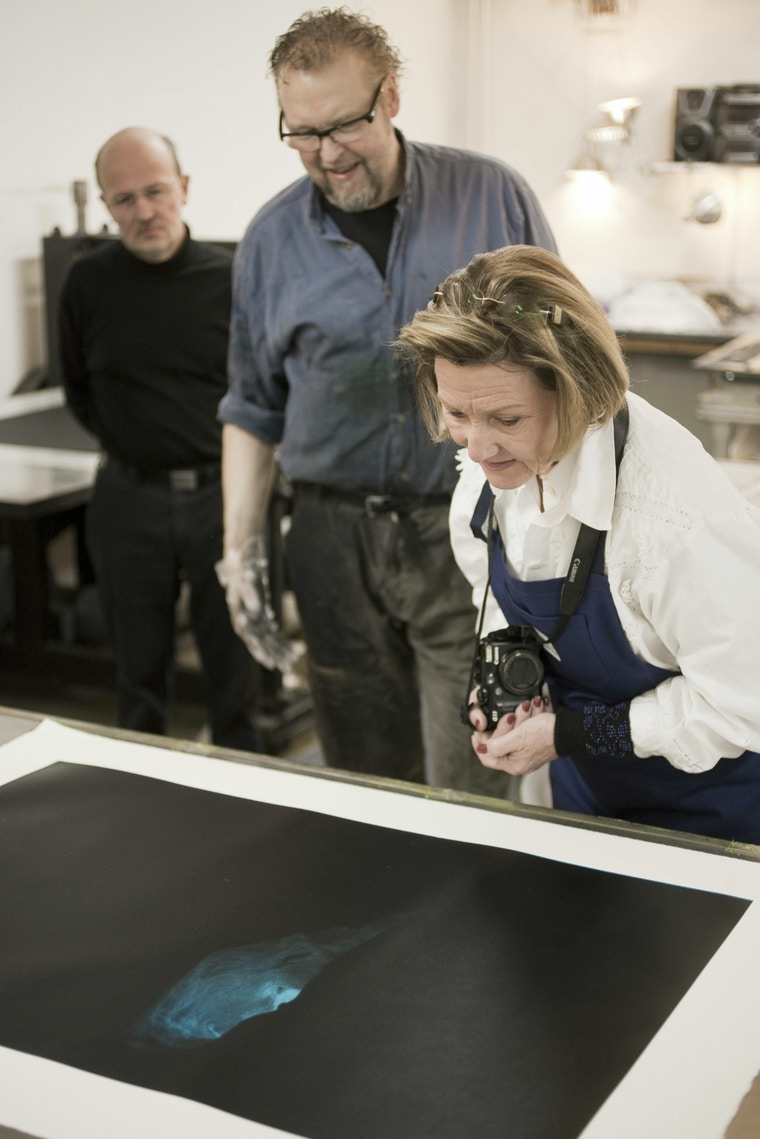 Ole Larsen and HM Queen Sonja at the printing press, Atelje Larsen